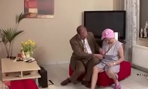 Oma und Opa treiben es wie die Karnikel